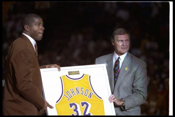 Nacido en Lansing (Michigan) el 14 de agosto de 1959, Johnson es el pequ...