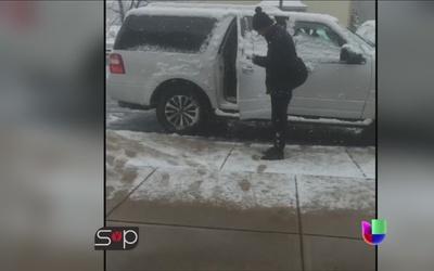 ¡A Larry Hernández ni la nieve lo detiene de darse cita con sus fans!