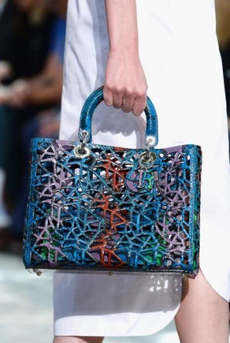 Bajo la dirección de Raf Simons Dior su colección primavera-verano, en l...