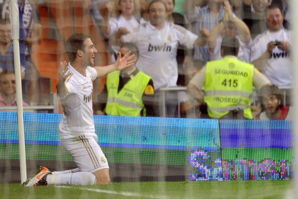 Higuaín no tuvo piedad y por segunda fecha en fila marcó un 'hat-trick'.