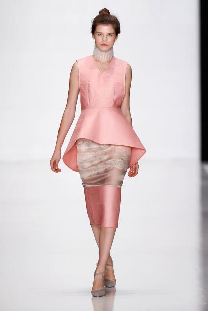 El rosa también figuró mucho en los 'looks' de las mujeres...