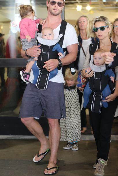 Chris y Elsa demostraron que son ¡súper papás! a la hora de viajar y tra...