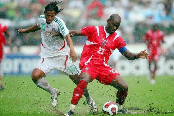Además era el partido de debut del entonces juvenil Giovano Dos S...