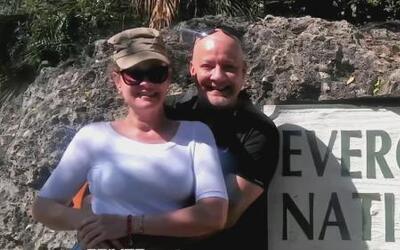 Hombre sorprende a su esposa gracias a Jomari Goyso