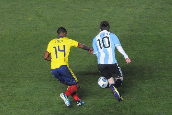 Messi nunca tuvo algún espacio para llegar cómodo al &aacu...