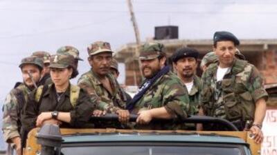 El grupo rebelde prometió en un comunicado liberar a 10 uniformados que...