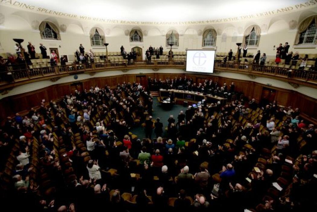 ¿OBISPOS GAY?  La Iglesia de Inglaterra ha levantado la prohibición impu...