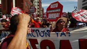 Una marcha frente a un centro de detención en Los Ángeles.