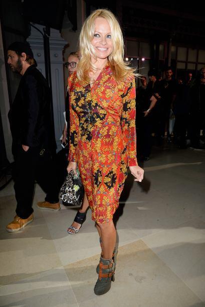 Demasiado tapada apareció Pamela Anderson, es posible que haya querido d...