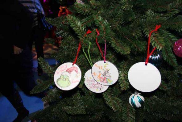 Mira los de nuestros amiguitos...  La temporada de navidad en Universal...