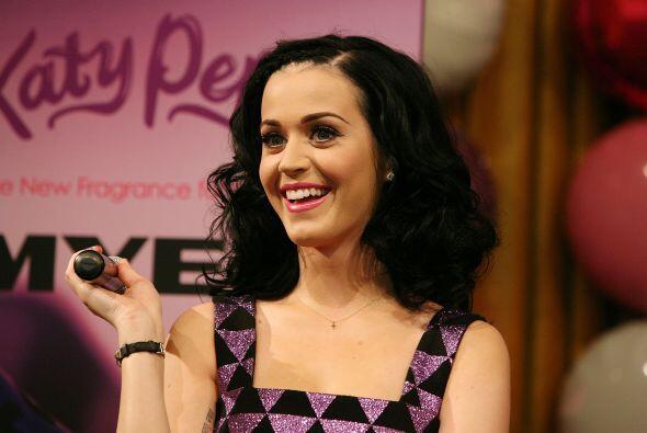 """La intérprete de """"I Kissed a Girl"""", con solo 26 años de edad, lanzó en e..."""