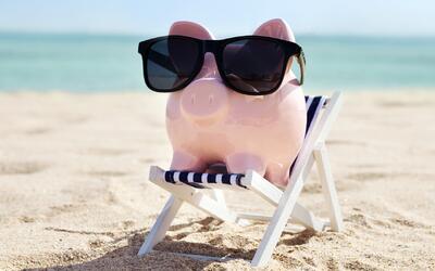 Cómo ahorrar dinero en vuelos, hospedaje y diversión durante tus vacacio...