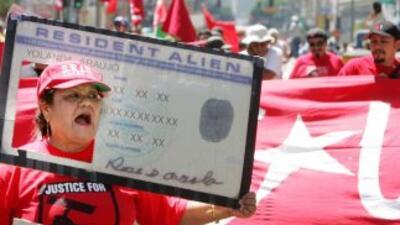 Al menos 11 millones de inmigrantes indocumentados siguen aguardando una...