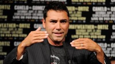 Oscar De la Hoya comparó el poder de Mayweather Jr. y Pacquiao.