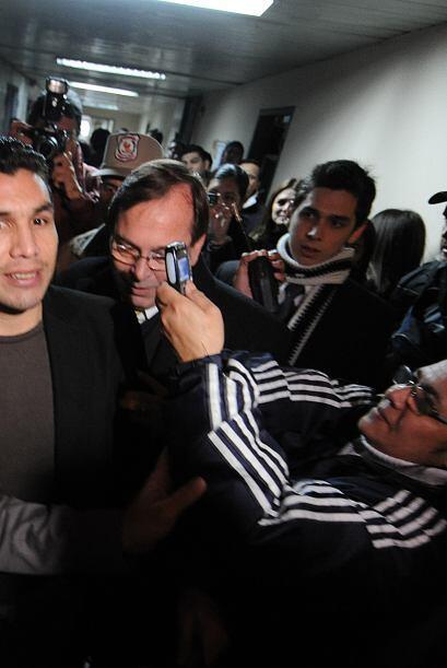 El atacante se dio tiempo para posar ante los tantos fotografos presente...