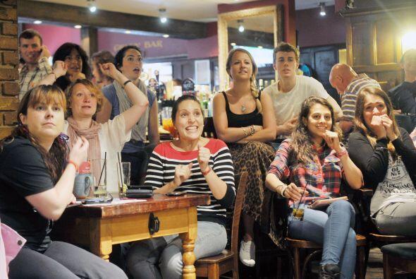 Toda Inglaterra estaba pendiente del partido, ya sea en bares, restauran...