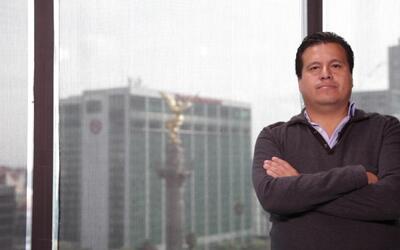 Periodista mexicano habla sobre amenazas en su contra desde el exilio