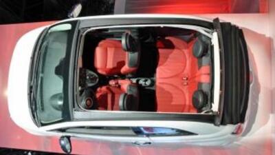 Fiat presentó en el Auto Show de NY la versión descapotable del carismát...