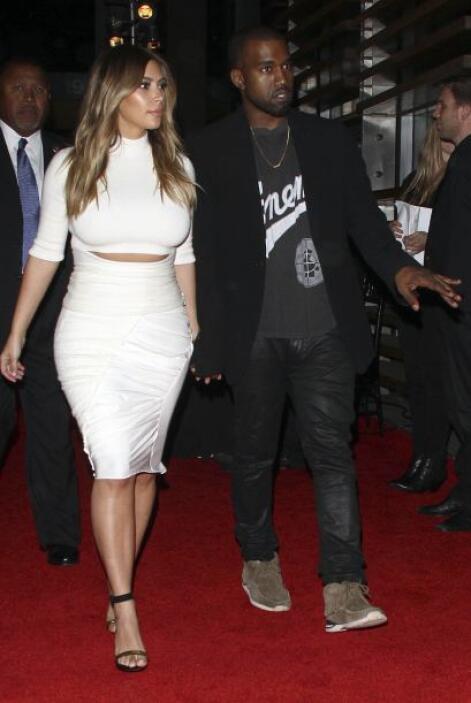 Se nota que a Kim le urge enfundarse en un elegantísimo vestido de novia...