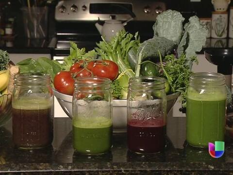 Tomar jugos extraídos de vegetales y frutas se está haciendo cada día má...