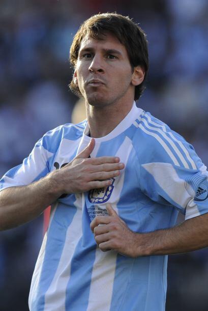 Lionel Messi anotó un gol con su estilo y marca registrada, el pr...