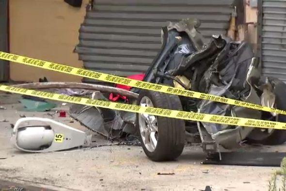 Las imágenes muestran como el auto quedó totalmente destrozado.