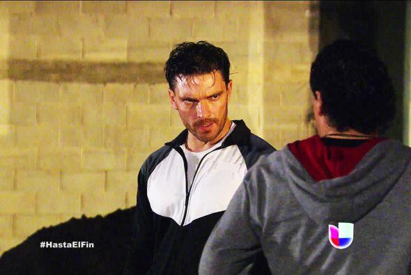 ¡Ahhh! Pero Patricio no se queda atrás, ya quiere acabar con su rival de...