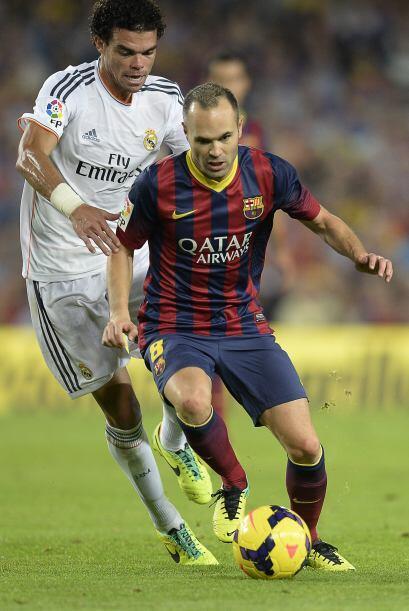Iniesta jugó un buen partido y por sus piernas se originó el primer gol.