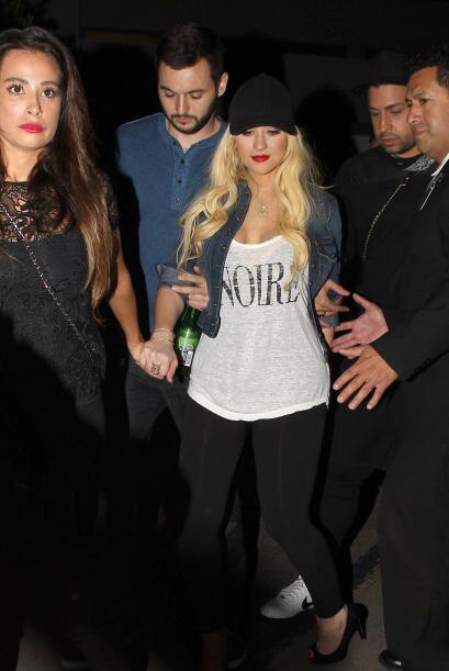 Por difícil de creer, a tan solo un mes de haber dado a luz, Aguilera lu...
