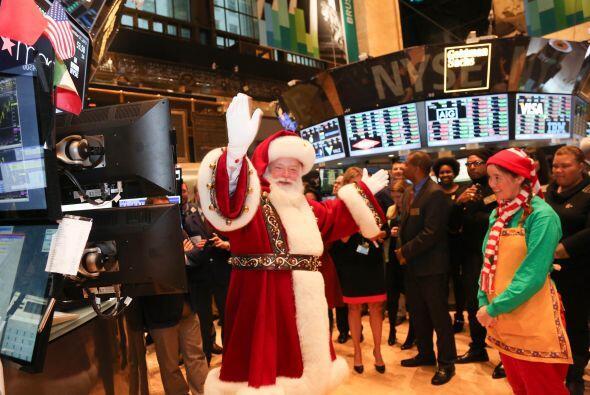 6. Invadiría Wall Street con sus ayudantes para declarar el día mundial...