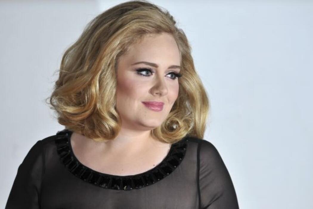 6. ADELE- Esta cantante ha vendido más de 23 millones de copias de su ex...