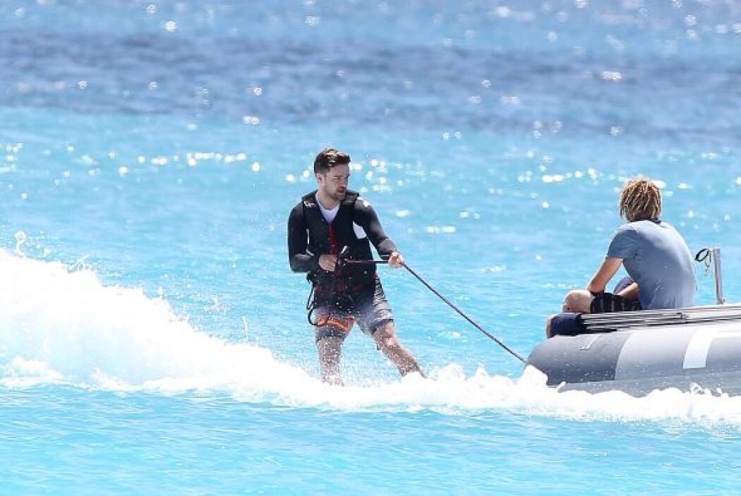 Justin contrató un barco valorado en 1.125 dólares por día. Más videos d...