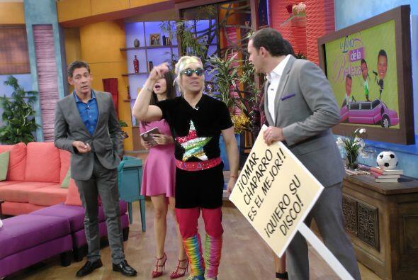Desde temprano, Yajairo llegó con una pancarta y el disco de su amigo, e...