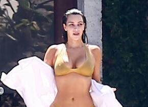 Kim Kardashian con un bikini dorado en Miami