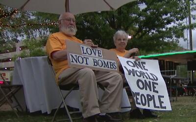 Activistas en Houston hicieron vigilia por las víctimas que dejó el ataq...