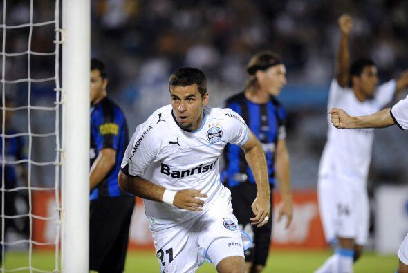 La revancha será el 2 de febrero en el estadio Olímpico de Porto Alegre....
