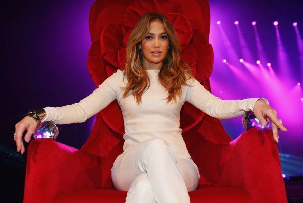 La cantante y actriz Jennifer López tiene al lado de su hermana l...
