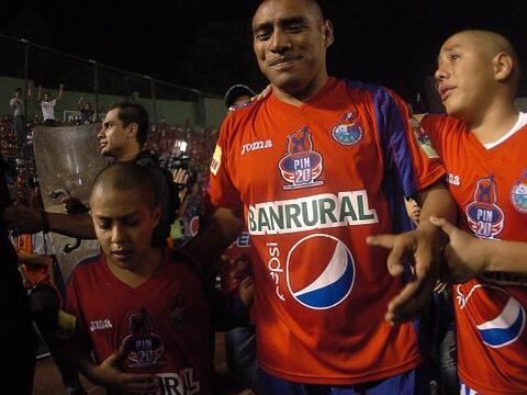 Con sus hijos acompañándolo, Juan Carlos Plata se despidió del gol, del...