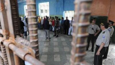 Acribillan a narco en una cárcel de Ecuador.