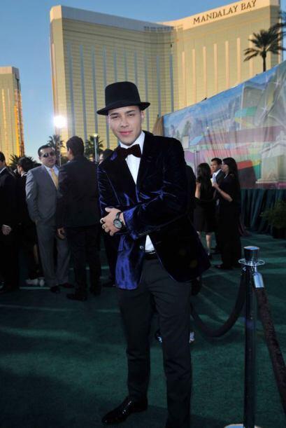 ¿Y qué te parece esta de galán con la que modeló Prince Royce?
