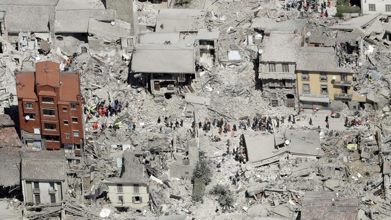 Foto aérea de cómo quedó la población de Amatrice, en el centro de Itali...
