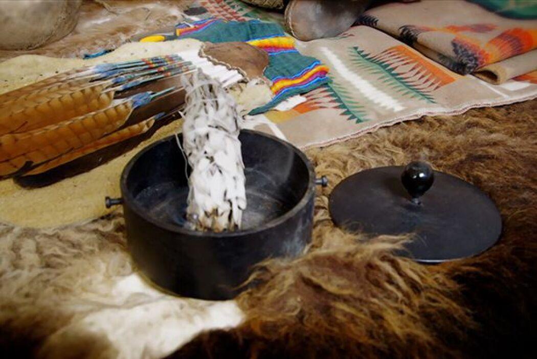 Para los nativos la tribu Oklevueha el peyote tiene tanta importancia co...