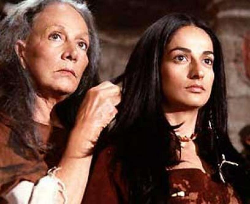 La curandera de la tribuA Isela Vega también le tocó interpretar a una c...