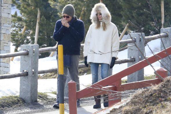 Heidi lució bellísima con un abrigo blanco.