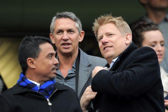 Se veía a famosos ex futbolistas en la tribuna. Estaban Gary Lineker y P...