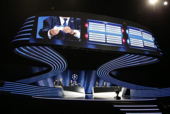 La UEFA realizó su gala anual en la que se sortearon los grupos d...
