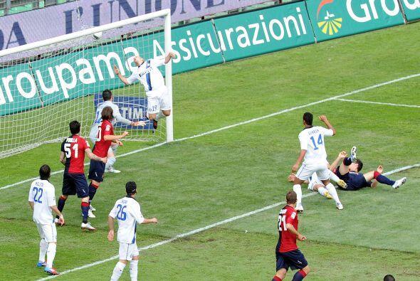 El chileno Mauricio Pinilla volvió a poner arriba al Cagliari, y minutos...