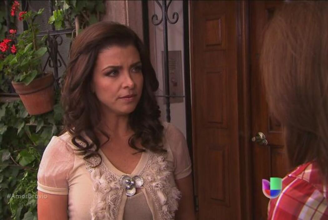 Miriam le pregunta directamente a Camila si está enamorada de Daniel.