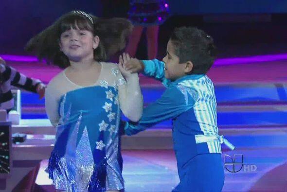 Los pequeños nos dieron unas clasecillas de baile en el programa....