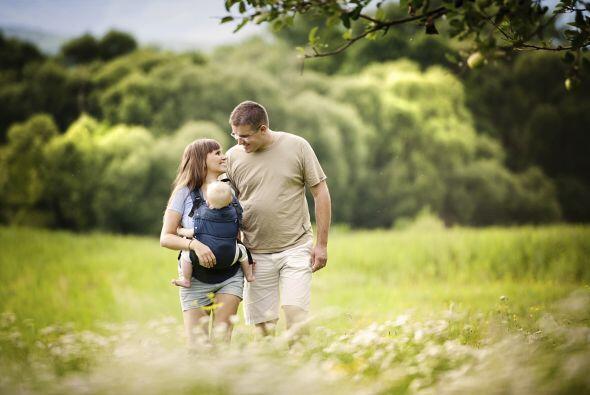 Es sabido que llevar a los bebés cargando pegados al pecho de su madre t...